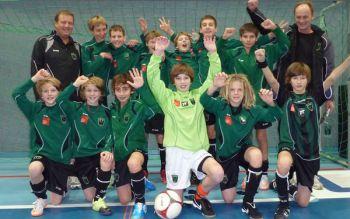 Andir Gretschnig (hinten ganz rechts) als Trainer der FCW U13 2010